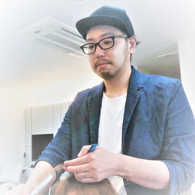 津市の美容院サロンドウルー オーナースタイリスト 勝田 智大